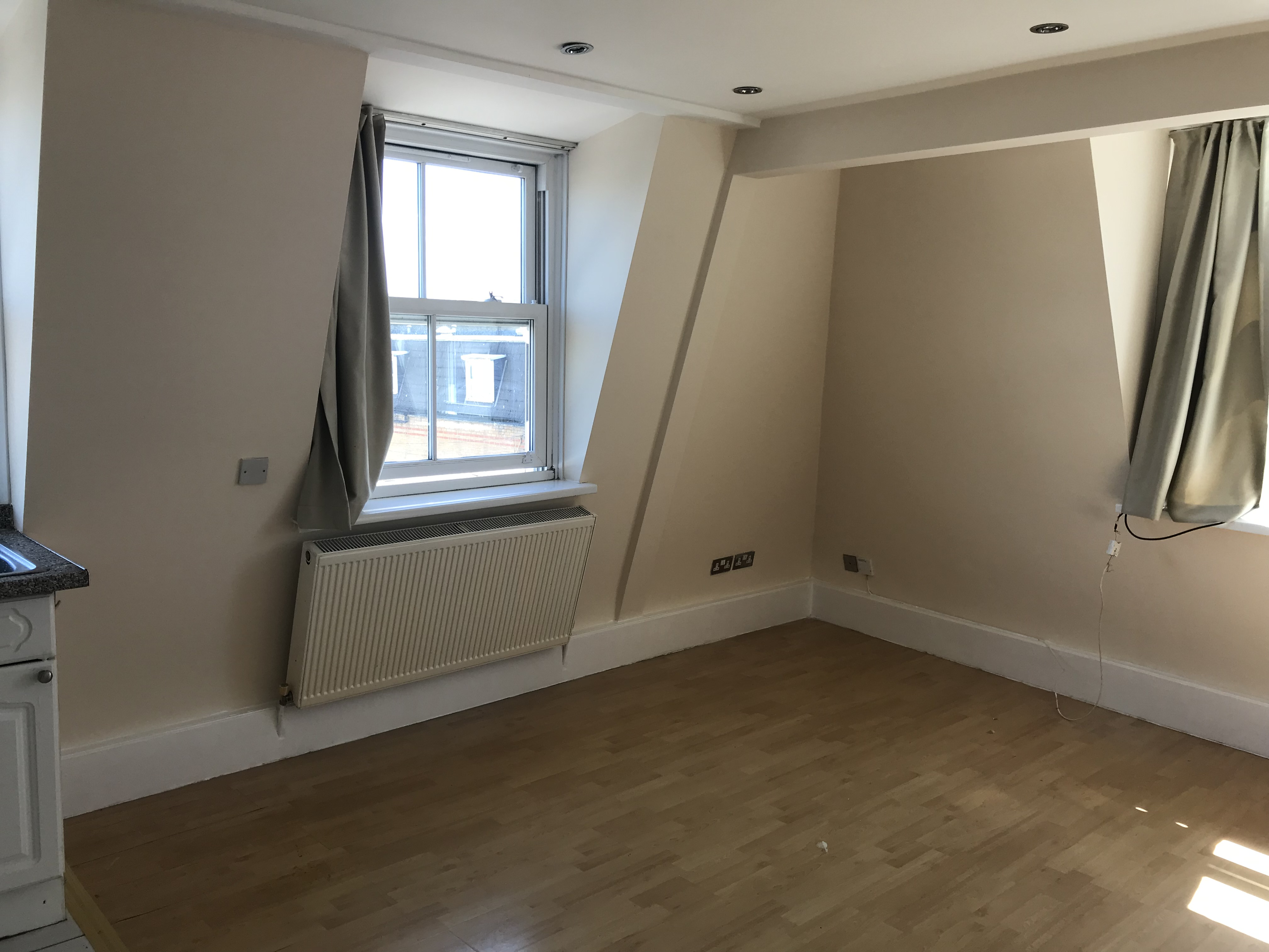 2 Bed Flat In Roman Road